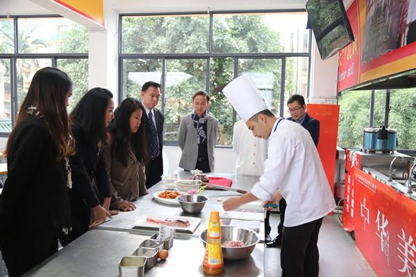 泰国川登喜烹饪国际学院领导参观我校