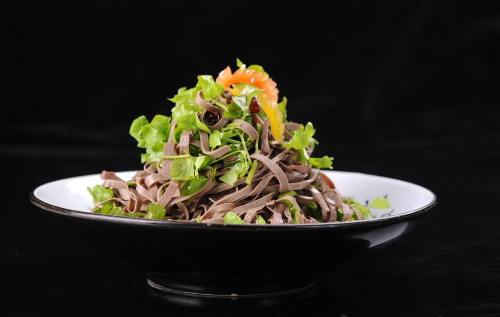 香椿苗黑豆腐丝