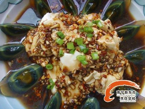 简单好吃的家常菜 凉拌皮蛋的做法