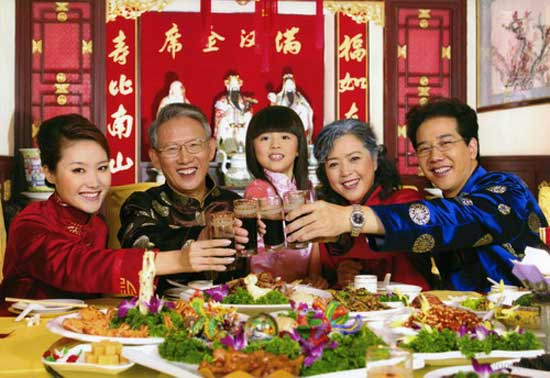 年夜饭则是春节里最重要的节日庆祝活动之一