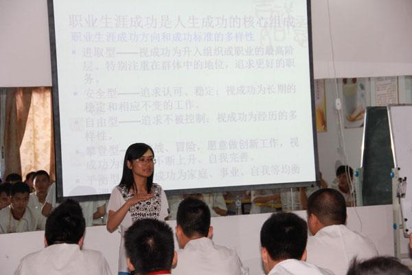 南宁华润万象城来我校开展招聘宣讲会