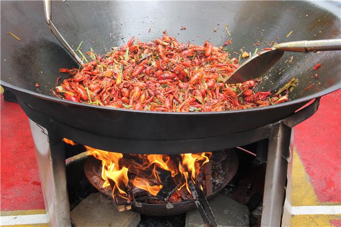 广西华南烹饪学校小龙虾美食节圆满结束